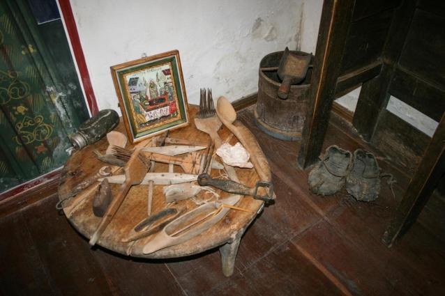 Obiecte vechi care au aparținut mănăstirii / Foto: arhiva Mănăstirii Pângărați